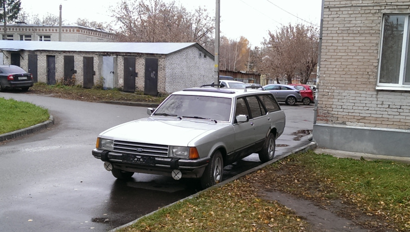 Ford Granada вид спереди