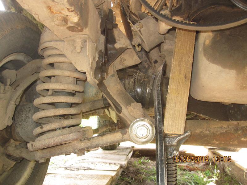 замена нижней подушки двигателя